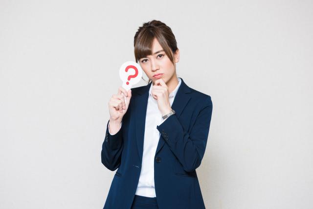 ハテナマークを持つ女性社員 | 交際クラブでデートのオファーをゲットするには!? | 高級交際クラブTen Carat「10カラットブログ」