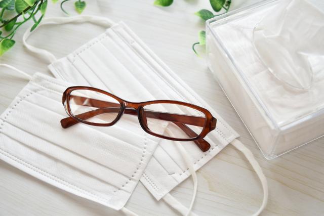 マスクと眼鏡とティッシュ | 季節の変わり目にインフルエンザ対策! | 高級交際クラブTen Carat「10カラットブログ」