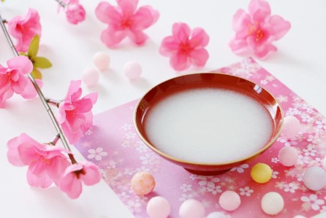 白酒と桃の花 | あの行事食の意味とは | 高級交際クラブTen Carat「10カラットブログ」