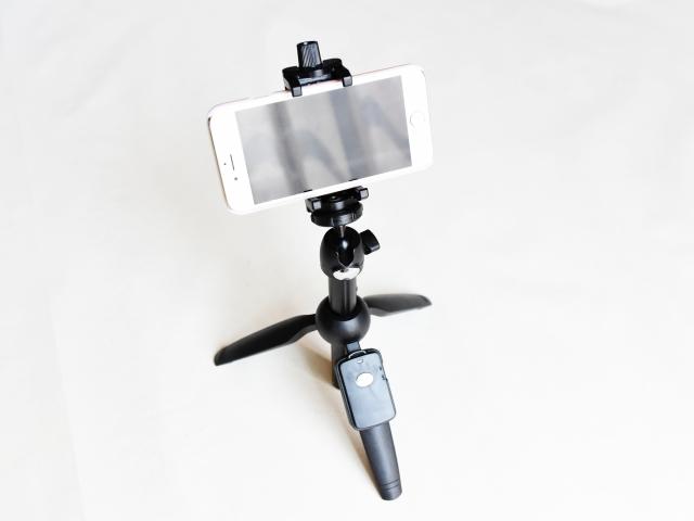 スマホのカメラスタンド(三脚) | ステイホームしながら撮る!上手いプロフィール写真の撮り方 | 高級交際クラブTen Carat「10カラットブログ」