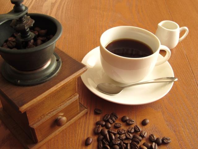 コーヒーとコーヒーミル | 東京で食べられる美味しいおしるこの名店 | 高級交際クラブTen Carat「10カラットブログ」