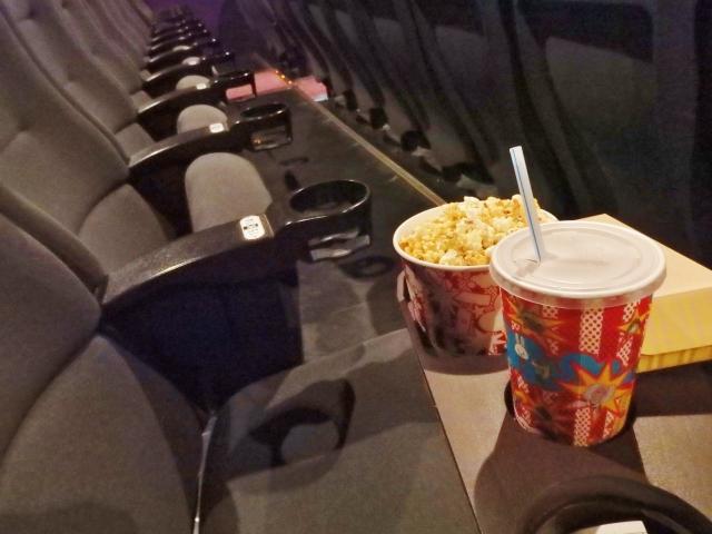 映画館の座席 | 観た後に恋愛したくなる、ロマンチックなおすすめ映画6選 | 高級交際クラブTen Carat「10カラットコラム」