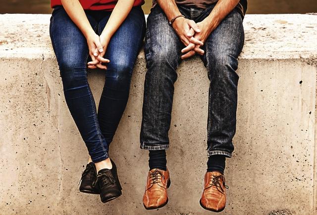 足元と風景 | デートする相手との年齢差は気にする?気にしない? | 高級交際クラブTen Carat「10カラットコラム」