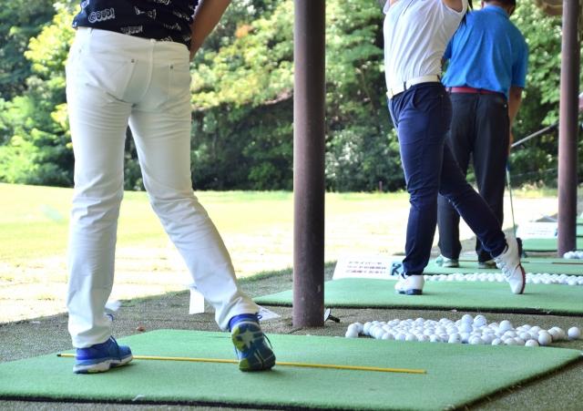 ゴルフの練習風景 | 女性が利用しやすいオススメのゴルフ練習場BEST5 | 高級交際クラブTen Carat「10カラットコラム」